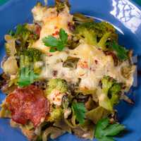 Ribbon pasta Casserole with chorizo and vegetables