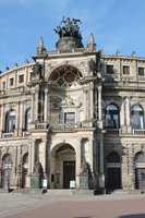 Portal der Semperoper in Dresden