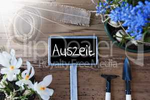 Sunny Spring Flowers, Sign, Auszeit Means Downtime