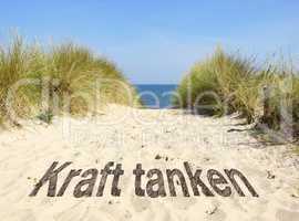 Kraft tanken am Strand und am Meer