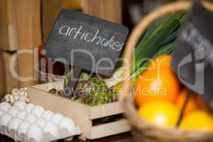 Placard with artichokes word in organic section