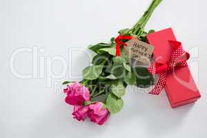 Gift box and bunch of pink rose with happy mothers day tag