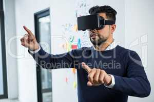 Graphic designer using the virtual reality headset