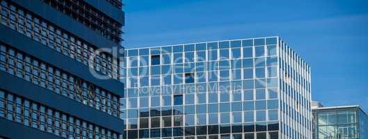 Abstrakte Fassade eines modernen Bürogebäudes in Hamburg, Deut