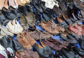 Schuhe auf einem Flohmarkt