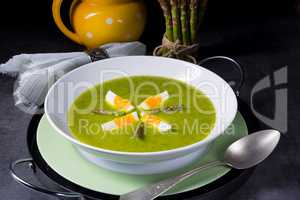 Asparagus cream soup with egg