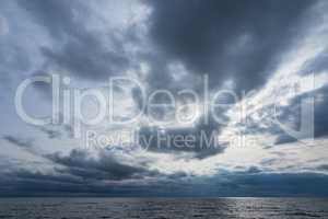 Wolken an der Küste der Ostsee
