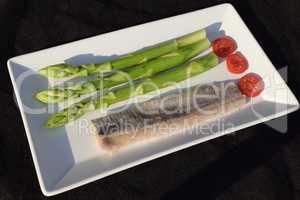 Matjes mit grünem Spargel