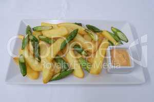 Pommes mit gebratenem Spargel