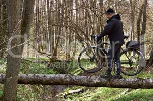 Bicycle, veloplasty, walk, forest, spring, male, to cross the river, river, log, bog