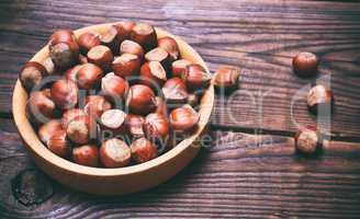 Nut hazelnuts in a wooden plate