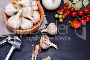 Fresh garlic in a wooden bowl