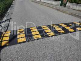 speed bump hump sign