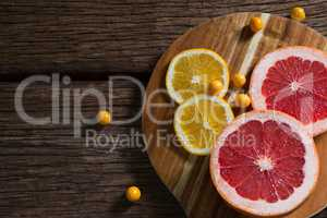 Cape gooseberry with sliced grape fruit and sweet lemon on table