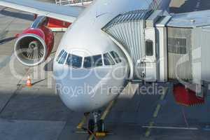 Flugzeug an einem Terminal