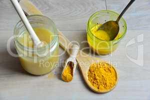 selbstgemachtes Natürliches Antibiotikum mit Honig Golden Honey