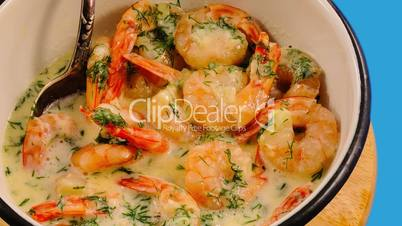 Shrimps stewed in white sauce