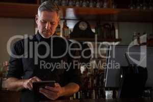 Bar tender using digital tablet
