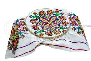 Crafts: beautiful embroidered tablecloth in the process of embro