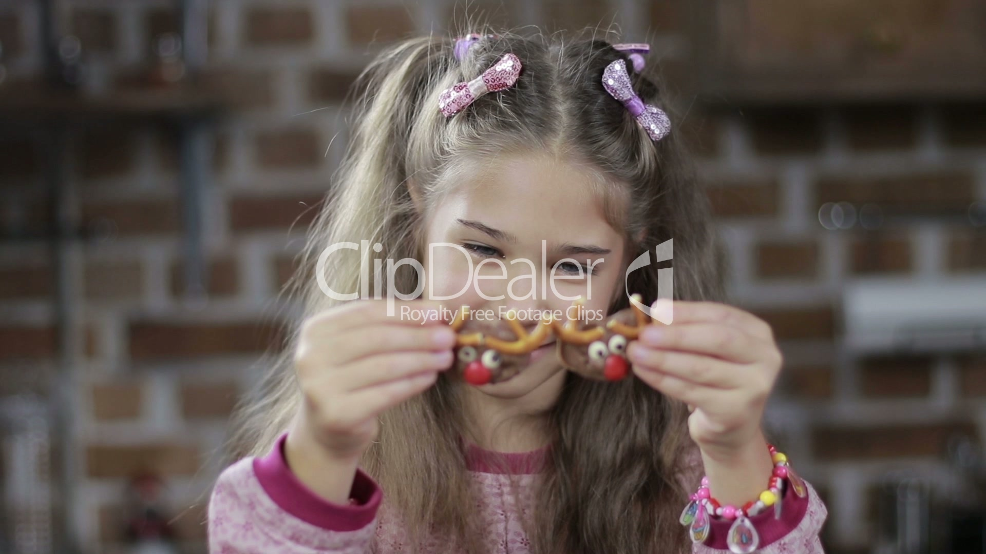 Cute Girl Covering Eyes With Homemade Cookies Lizenzfreie