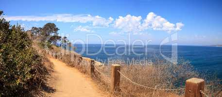 Hiking trails and benches above the coastal area of La Jolla Cov