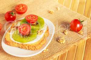 Toast with kiwi, cheese and cherry tomato
