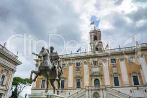 the bronze equestrian statue of Marco Aurelio (Marcus Aurelius)