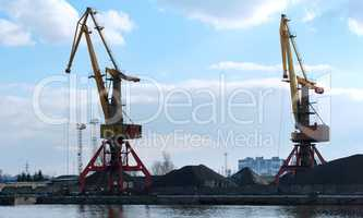 sea port, port cranes, gantry crane, transportation of coal by sea