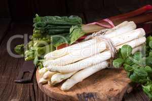 delicious white asparagus