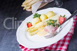 asparagus with boiled ham and hollandaise sauce