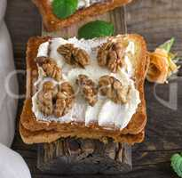 toast with mild cottage cheese and walnuts