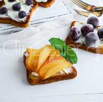 French toast with mild curd and slices of ripe persimmons