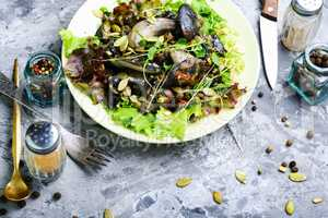 Vegetarian salad with mushrooms