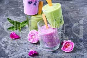 Ice cream with taste of flowers