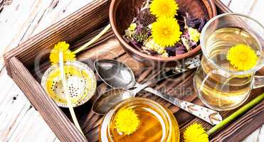 Honey from dandelion and tea
