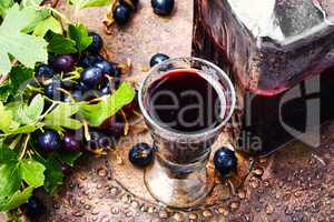 Alcohol currant drink