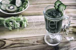 Low-calorie smoothie for weight loss from cucumbers.