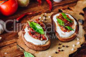 Bruschetta with Dried Tomatoes and Spicy Sauce