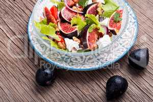 Vegetarian salad with figs
