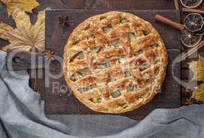 Baked whole round apple pie