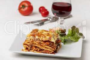 Portion Lasagne auf dem Teller