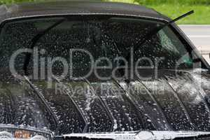 Car washing with high water pressure cleaning