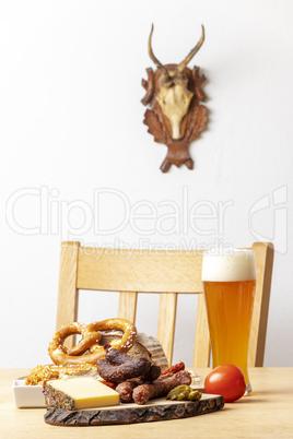 bayerische Wurst mit Käse und Bier
