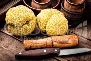 Maclura orange or apple macaroni