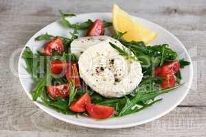 Mozzarella sMozzarella salad with arugulaalad with arugula