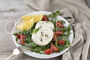 Mozzarella salad with arugula