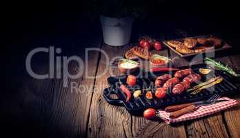 Chili chorizo ??sausage with tomato bruschetta