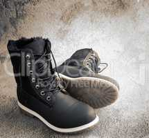 Comfortable winter boots with lacing, insulated with fur.