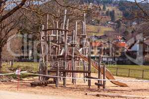 Schliersee, Deutschland, Bayern 27.03.2020: Spielplatz gesperrt, wegen Coronavirus